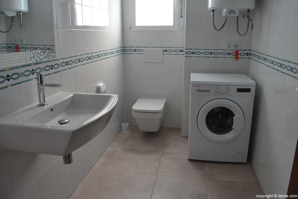 Baño-con-lavadora-de-la-vivienda-tutelada-de-APROSDECO